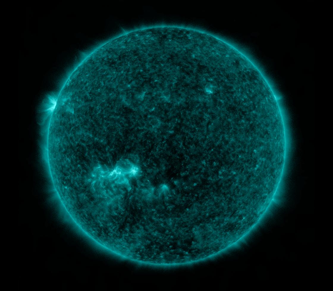 Solar Dynamics Observatory 2021-01-22T12:00:04Z